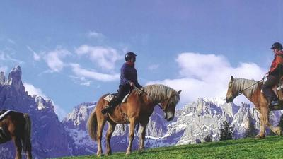 Trekking a cavallo in Trentino nelle Dolomiti del Primiero