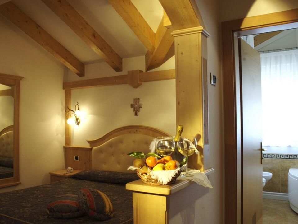 Camere suite hotel trentino fiera di primiero dolomiti - Mirabello mobili ...