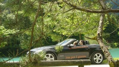 La nuova Cabrio davanti al Hotel