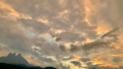 Vivere l'alba passeggiando in Trentino nelle Dolomiti